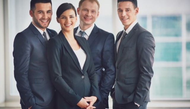 Well-dressed businesspeople in the office  Photo |  Download